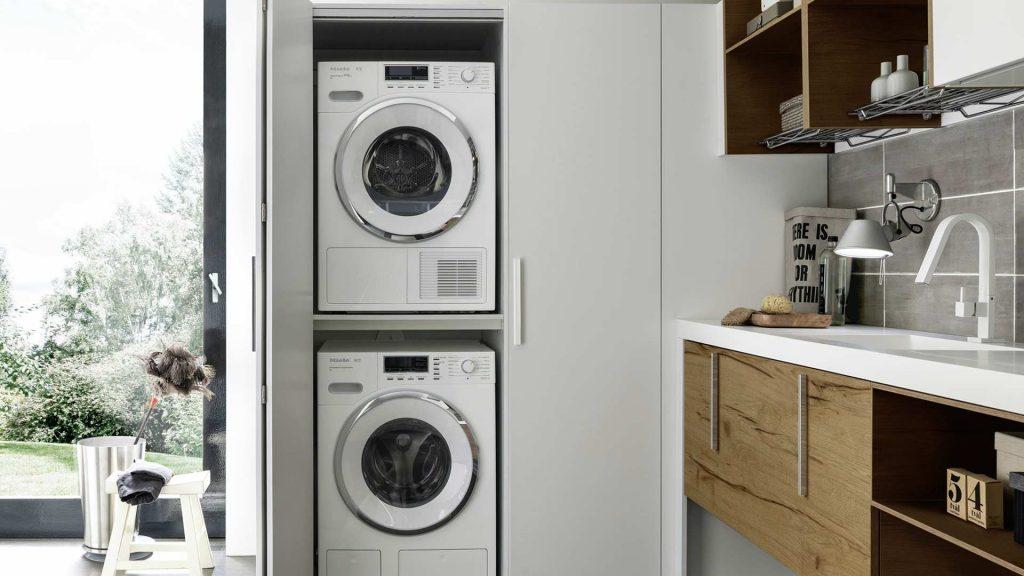 lavanderia organizzata con mobili baxar