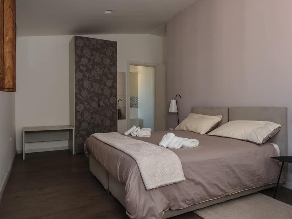 Arredamento bed&breakfast policastri a Corigliano Rossano Viteritti arredamenti - particolare camera ospiti