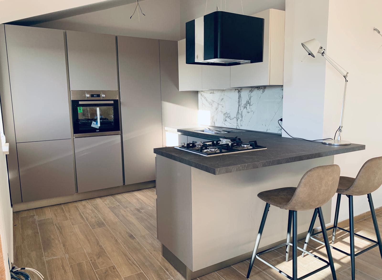 realizzazione e montaggio cucina moderna a Corigliano